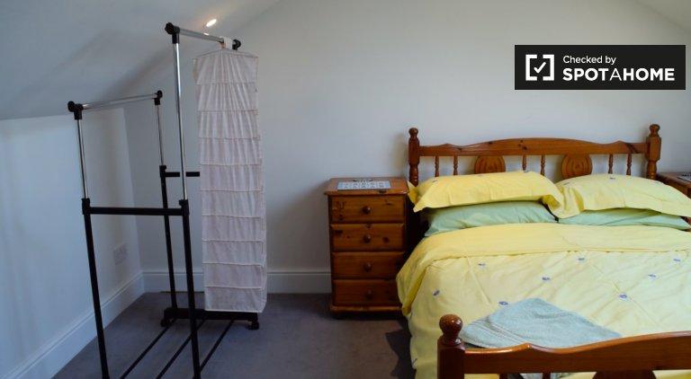 Quarto acolhedor para alugar em casa de 4 quartos em Terenure, Dublin
