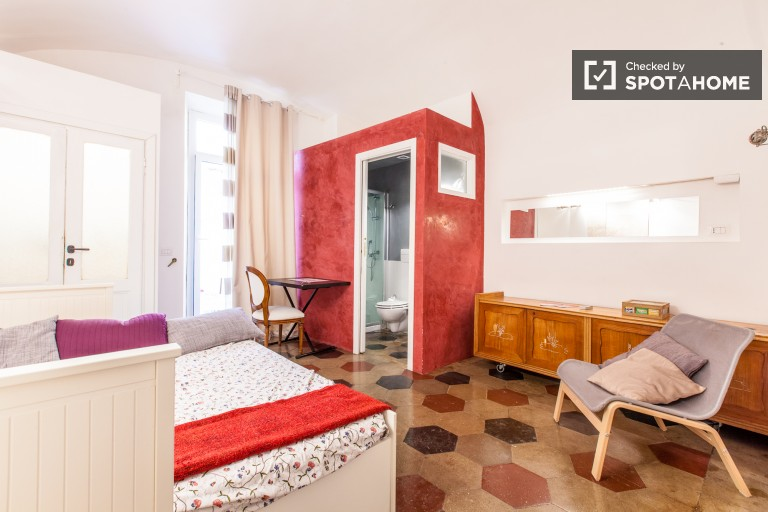 Spacious room in apartment in San Lorenzo, Rome