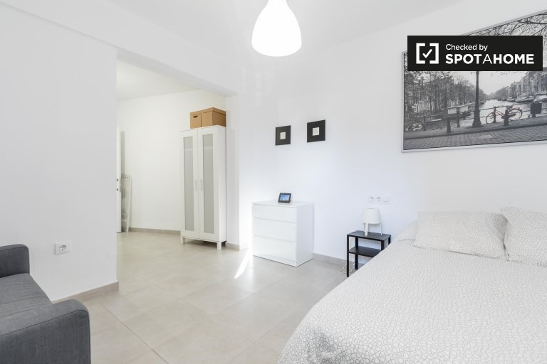 Chambre à louer dans un appartement de 4 chambres à El Cabanyal