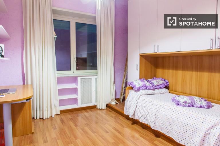 Spacious room in apartment in Vaticano, Rome