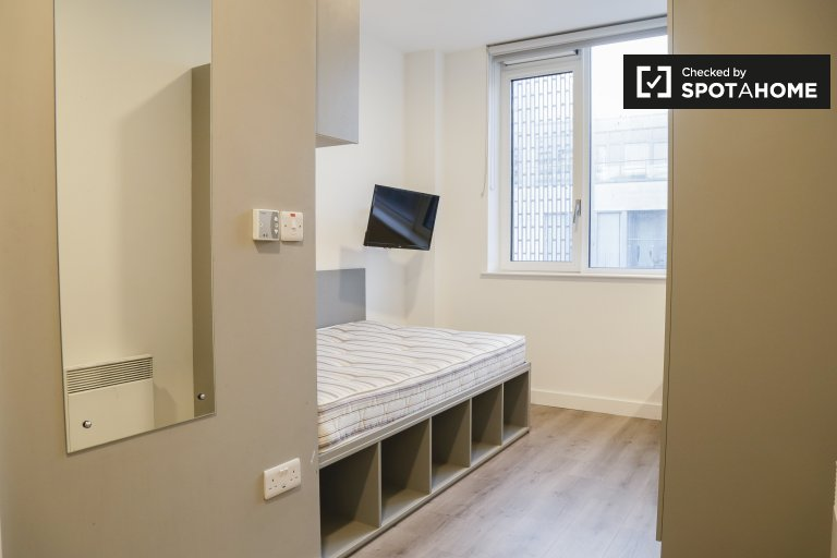 Cosy room to rent in residence hall in Northside, Dublin