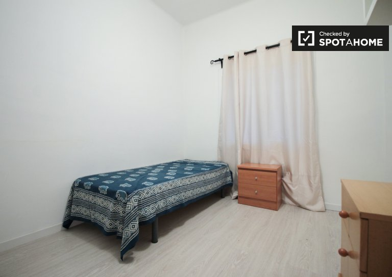 Bright room in 2-bedroom apartment, Sant Andreu, Barcelona