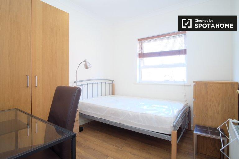 Isle of Dogs, Londra'da 3 yatak odalı dairede rahat oda