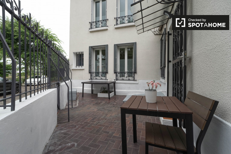 Spacious 2-bedroom apartment for rent in Paris