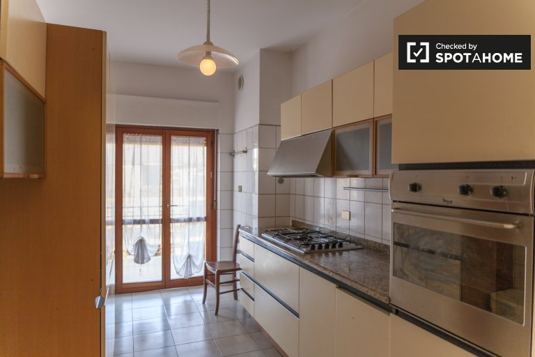 Spacieux appartement de 3 chambres à louer à San Basilio, Rome