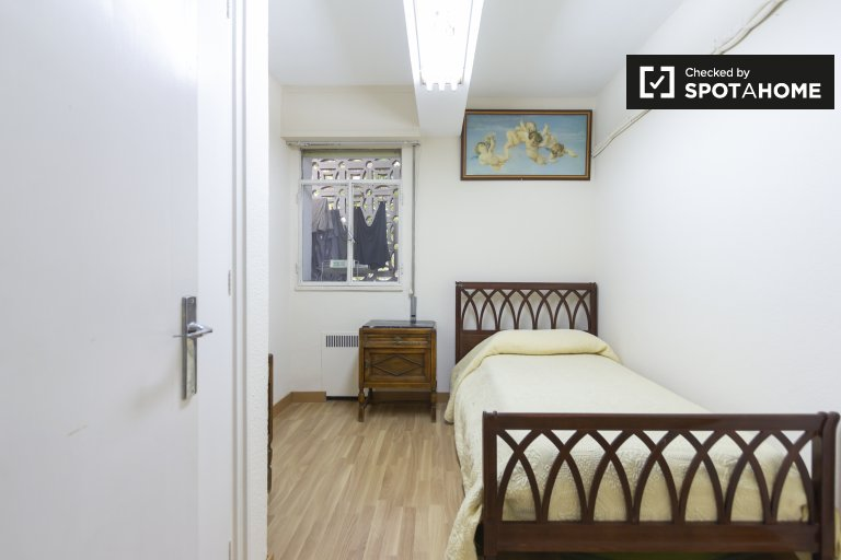 Cozy room for rent in Prosperidad, Madrid