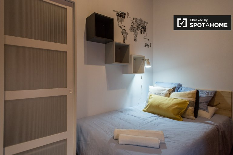 Room in 6-bedroom apartment in Barri Gòtic, Barcelona