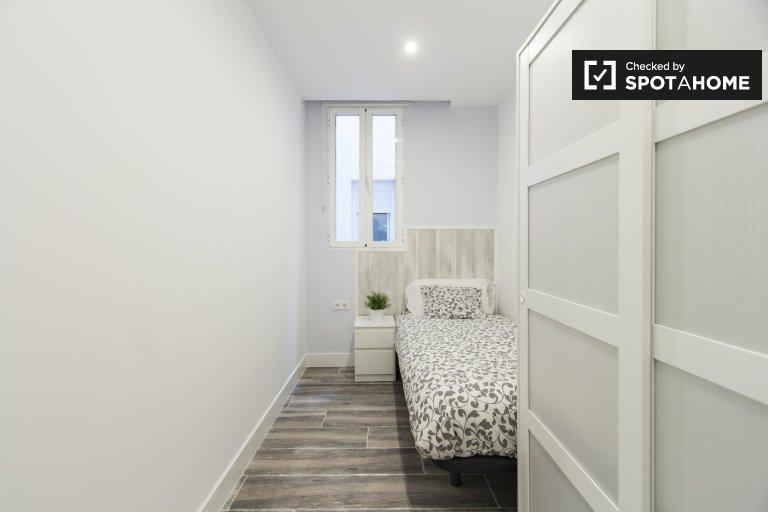 Acogedora habitación en apartamento de 5 dormitorios, Retiro, Madrid