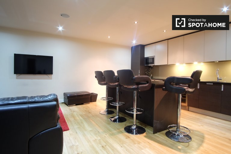 Modern 2-bedroom apartment to rent in Colindale, London