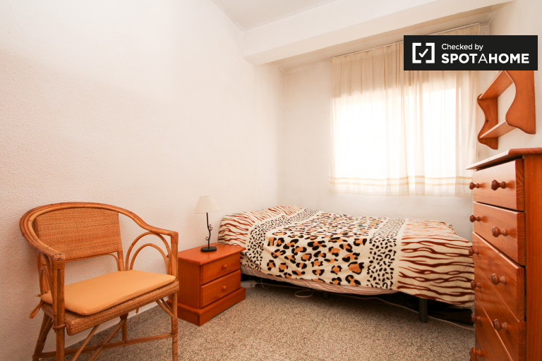 Double Bed in Rooms for rent in 3-bedroom apartment in Realejo, Granada