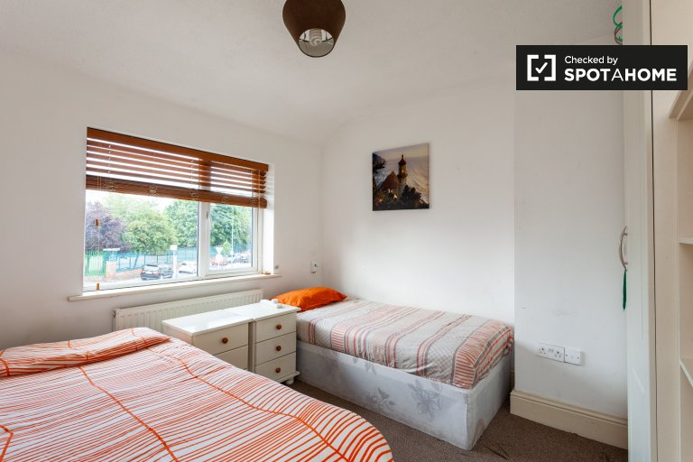 Bright room in 3-bedroom house in Drimnagh, Dublin