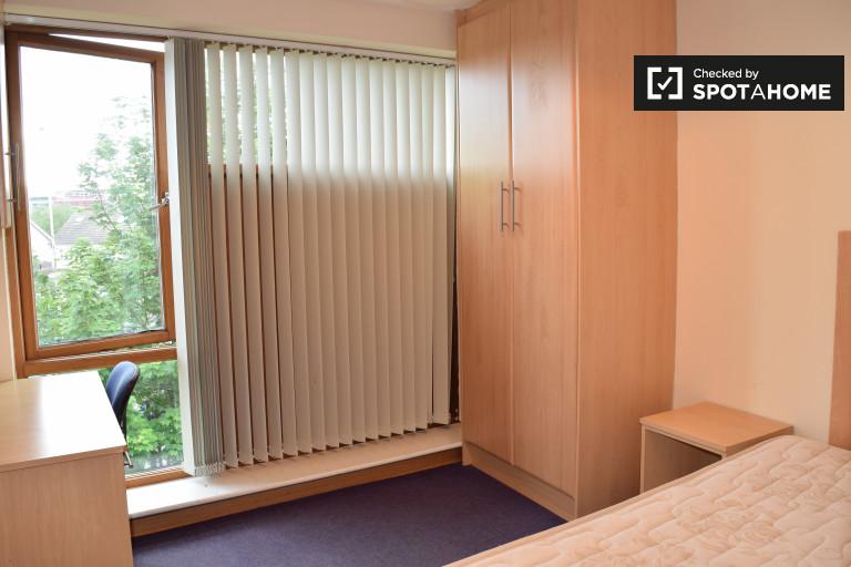 Dekoriertes Zimmer in 5-Zimmer-Wohnung in Santry, Dublin