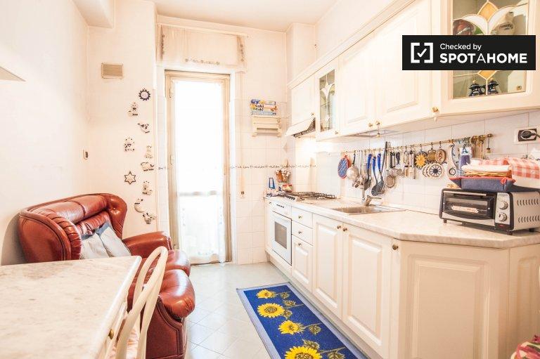 Habitación atractiva en un apartamento en Pigneto, Roma