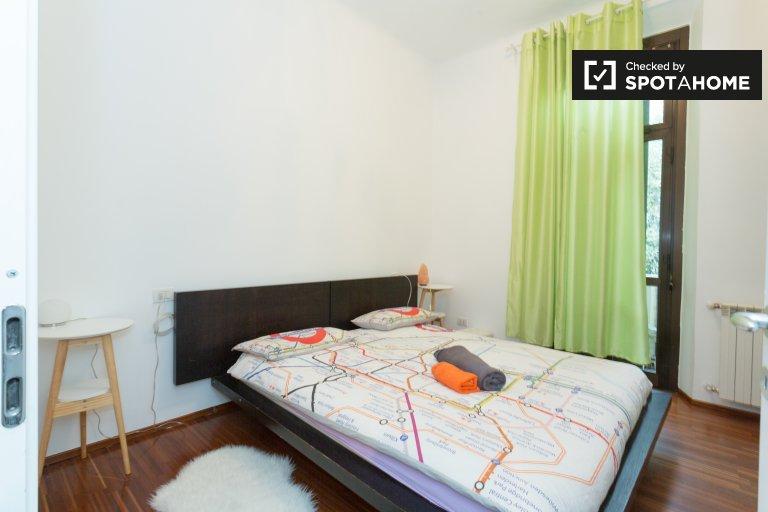 Spacious room in 4-bedroom apartment in Bovisa, Milan