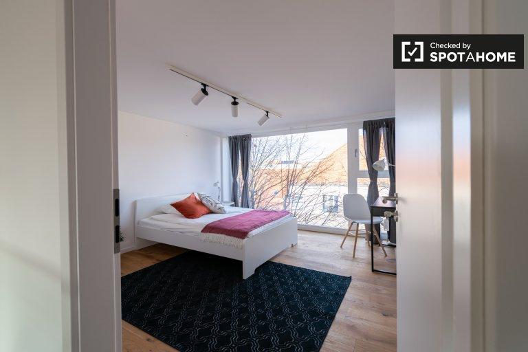 Zimmer zu vermieten in Wohnung mit 7 Schlafzimmern in Neukölln
