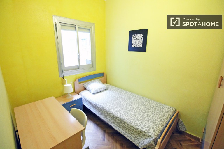single bed in rooms for rent in 4 bedroom apartment near university of barcelona - Cheap Single Bedroom Apartments For Rent