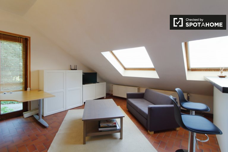 Chic studio apartment for rent in Rhode St Genèse, Brussels