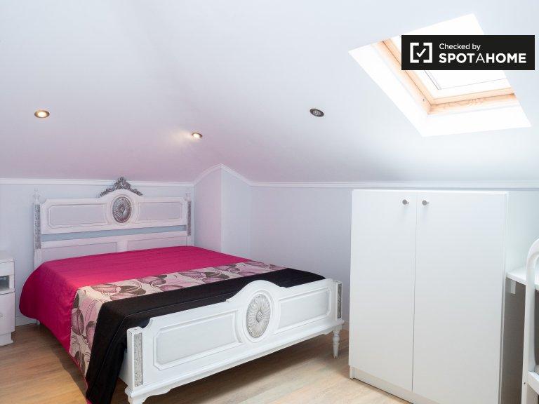 Pokój do wynajęcia w przestronnym domu z 6 sypialniami w Setúbal, Lizbona