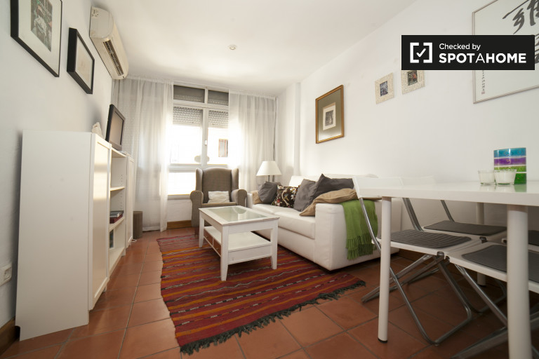 Furnished 2-bedroom apartment with patio for rent in San Vicente