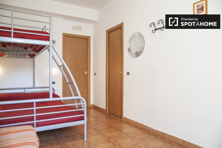 Pokój dwuosobowy w apartamencie w Cinecittà w Rzymie
