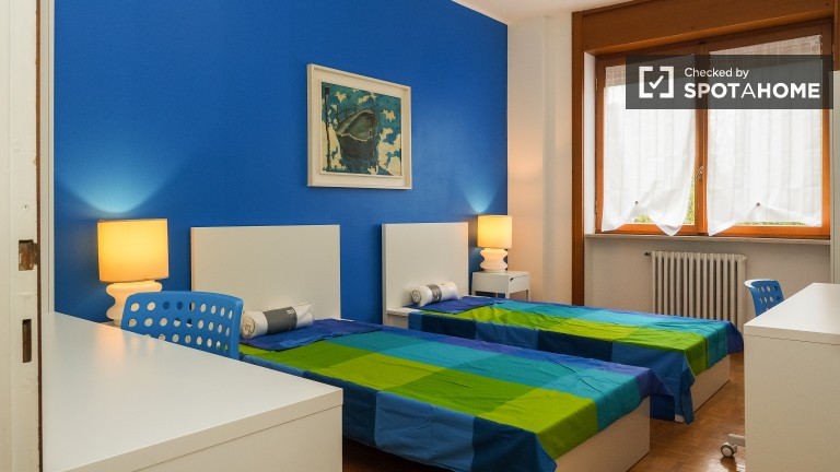 Bedroom 4 with twin beds - to rent individually