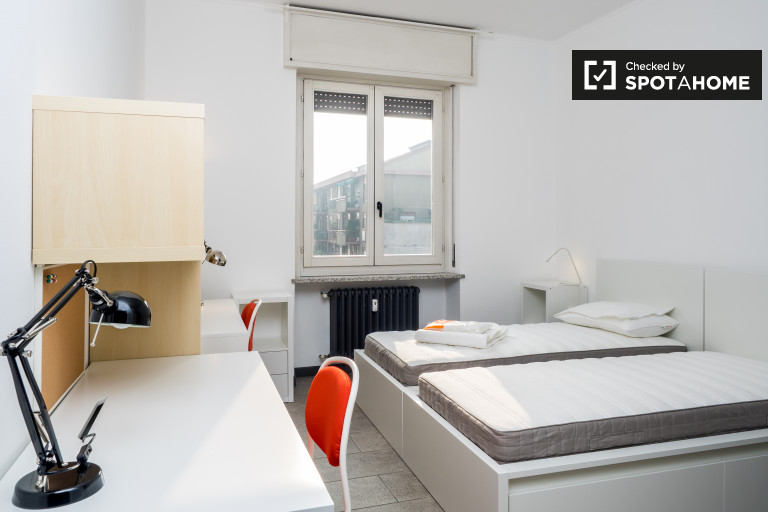 Twin Beds in Sunny rooms for rent - Zona Solari, Milan