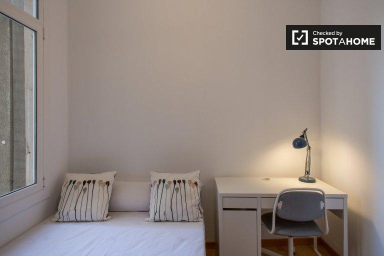Room for rent in 6-bedroom apartment in Gracia, Barcelona