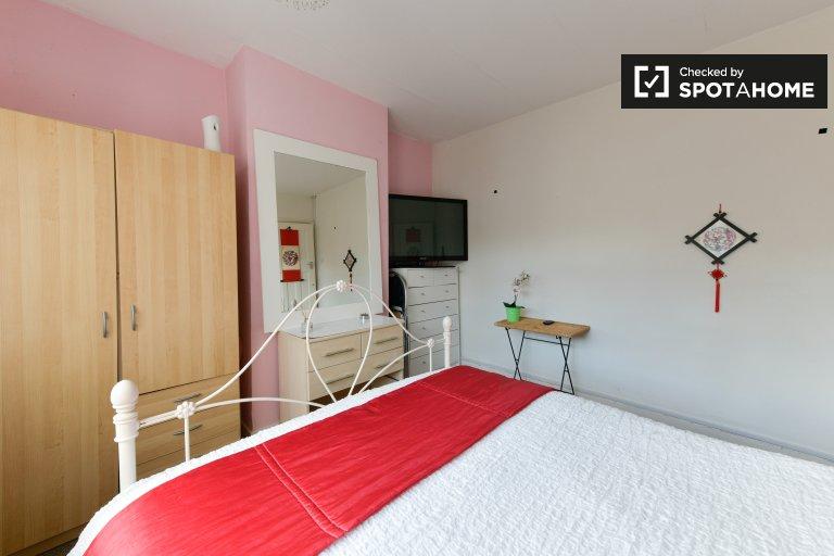 Zimmer zu vermieten in 8-Zimmer-Wohnung in Redbridge, London