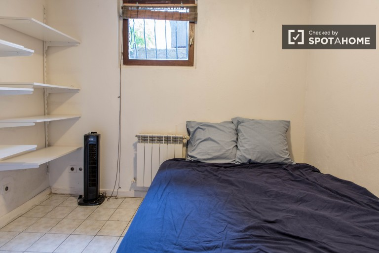 Przytulny pokój w apartamencie z 2 sypialniami w Vanves w Paryżu