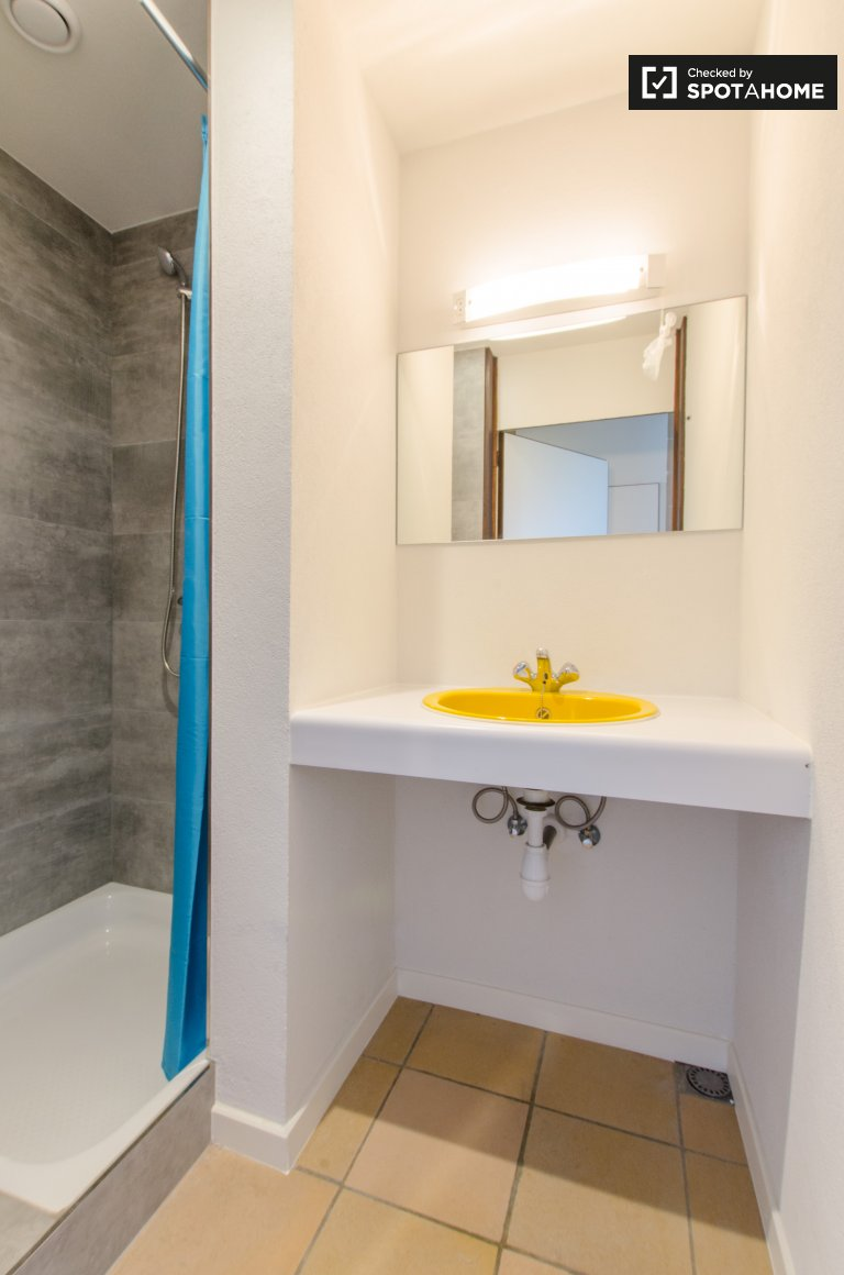 Equipped room in apartment in Saint Gilles, Brussels