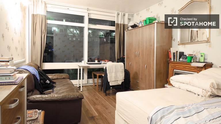 Bedroom 2 with Balcony, Couples Allowed