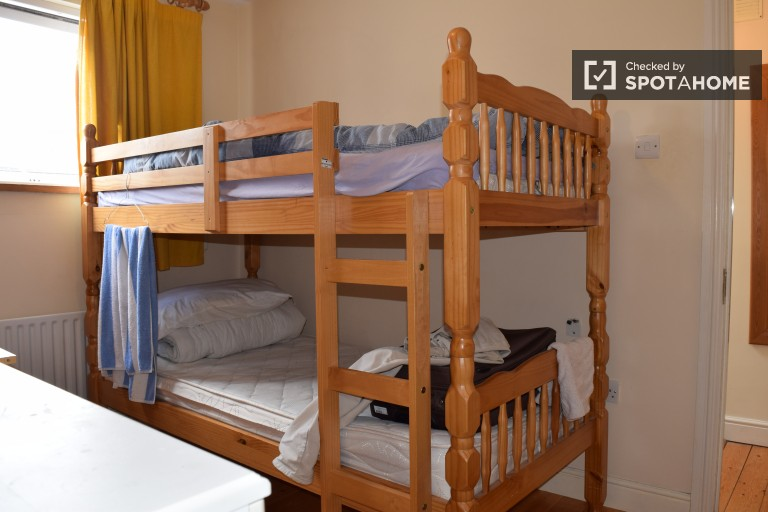 Single Bed in Beds to rent in sunny house with dryer in Stoneybatter area