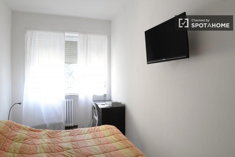 Piękny pokój we wspólnym mieszkaniu w Stazione Centrale, Mediolan