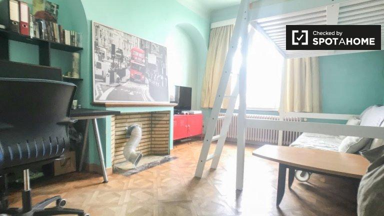 Gut möbliertes Zimmer in 3-Zimmer-Wohnung in Forest, Brüssel