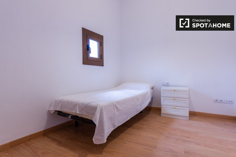 Light room in 7-bedroom apartment in El Raval, Barcelona