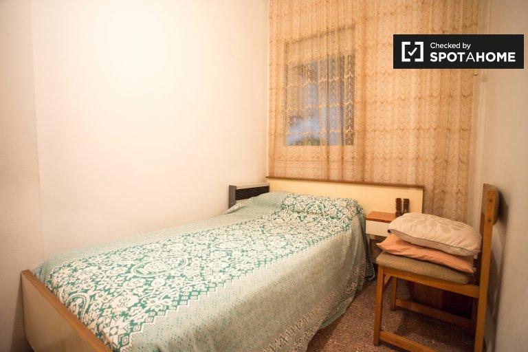 Chambre dans un appartement de 4 chambres à Eixample Dreta, Barcelone