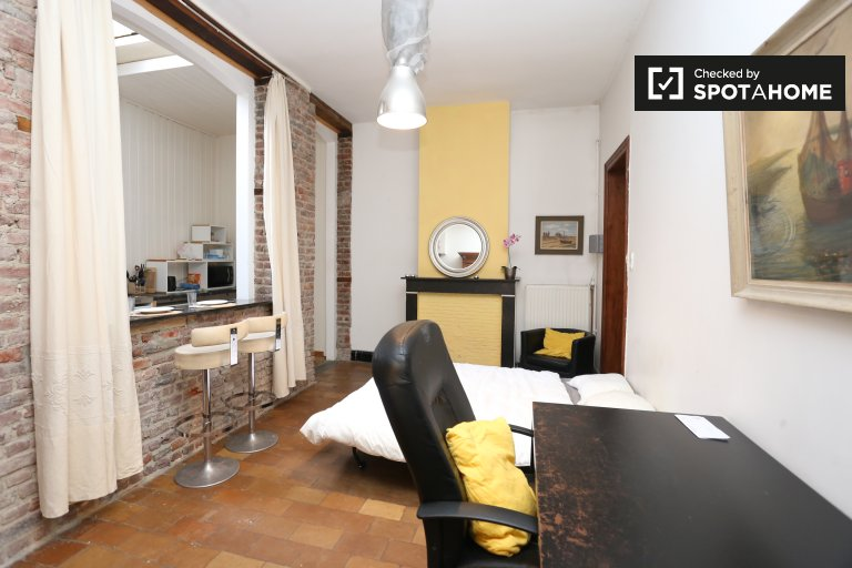 Bedroom 9, couple-friendly with double bed and private kitchen