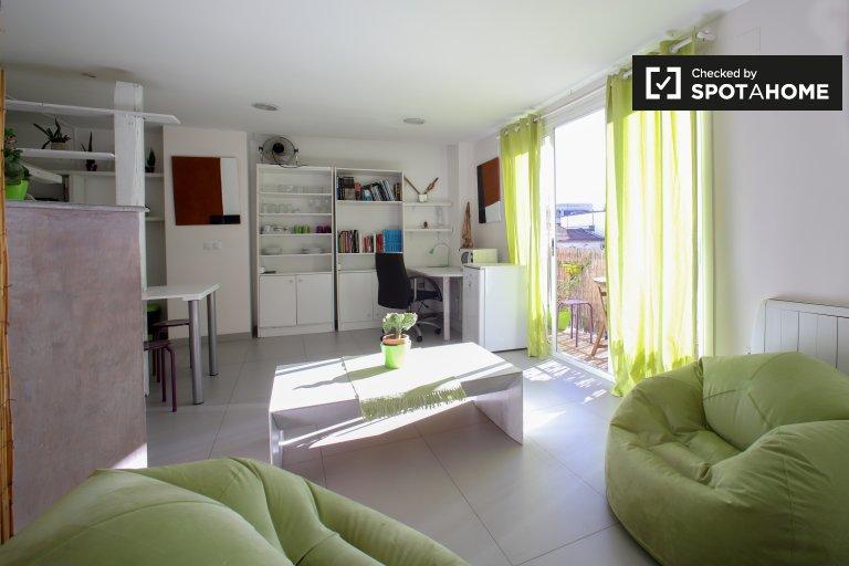 Modern studio apartment for rent, Extramurs, Valencia