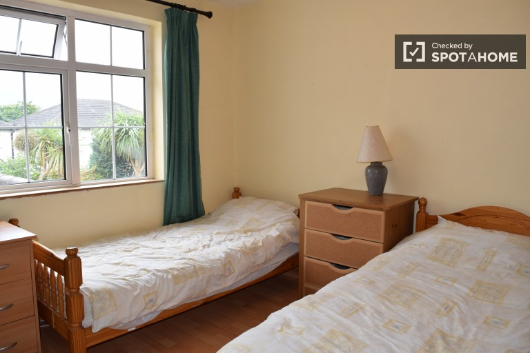 Bedroom 1, couple-friendly with twin beds