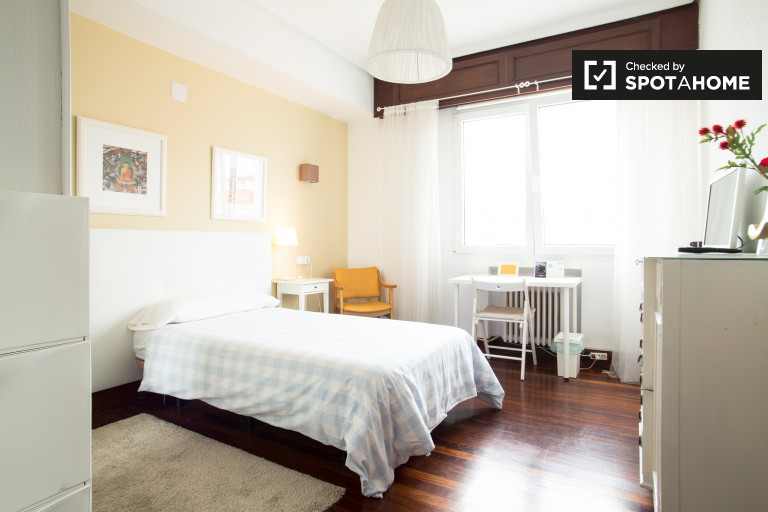 Single Bed in Rooms for rent in 5-bedroom apartment in Indautxu