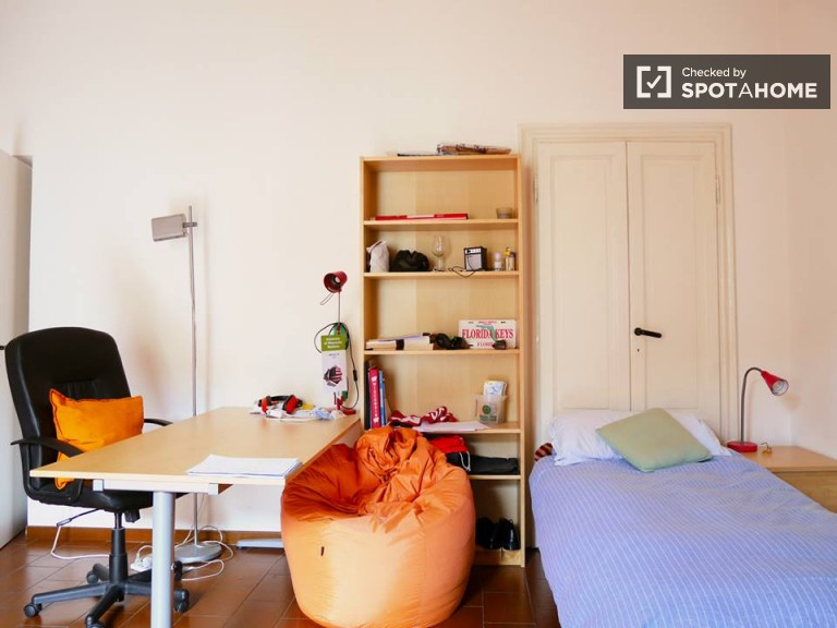 Spacious room for rent in apartment in Navigli, Milan