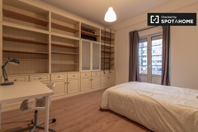 Grande quarto em apartamento de 8 quartos no Areeiro, Lisboa