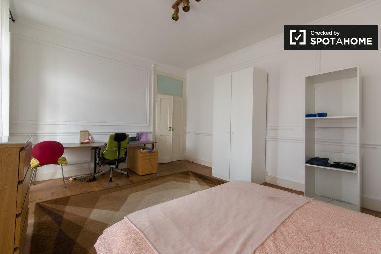 Quartos para alugar em apartamento de 7 quartos em Lisboa