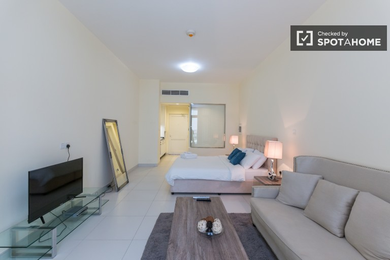 Studio-Apartment mit Pool zu mieten in Palm Jumeirah, Dubai
