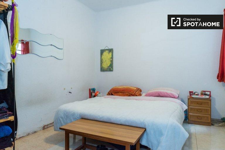 Gràcia 2 yatak odalı apartman dairesinde kiralık konforlu oda