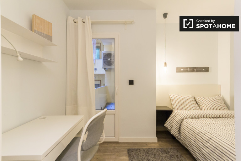 Bedroom 4 - double bed and balcony