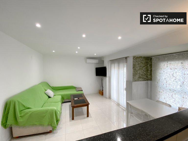 Spazioso appartamento in affitto con 2 camere da letto, Quatre Carreres