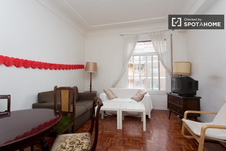 Apartamento de 4 quartos com ar condicionado para alugar em Rios Rosas, Madrid