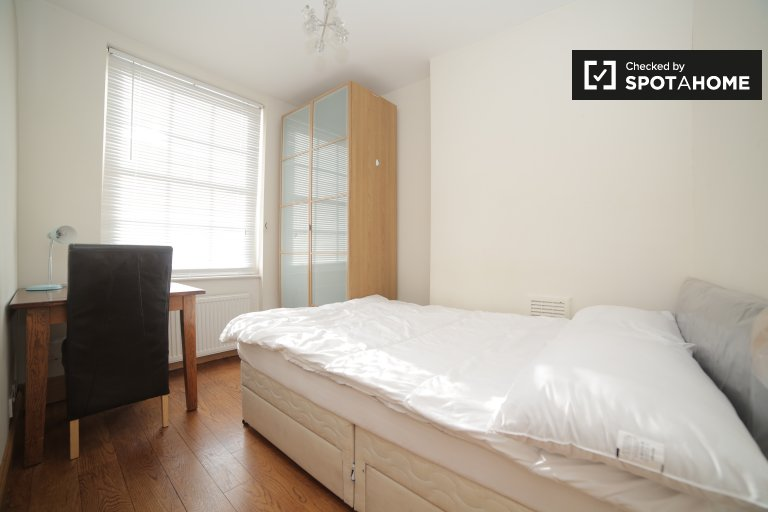 Big room in shared flat in Camden, London
