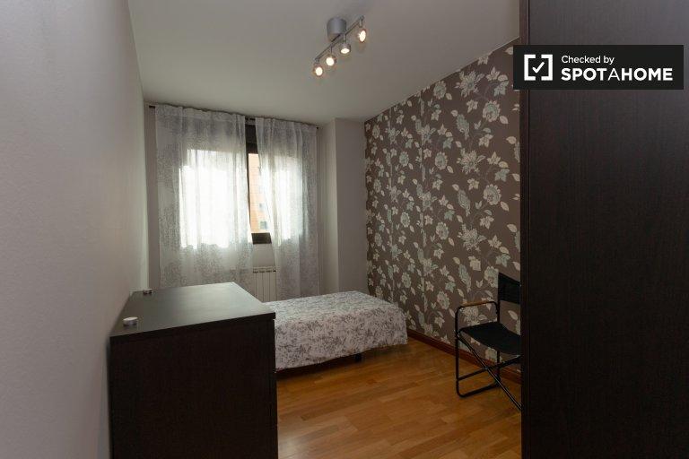 Pokój do wynajęcia w apartamencie z 3 sypialniami w Vicálvaro, Madryt